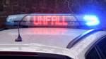 Auto erfasst Passanten: Zwei Schwerverletzte