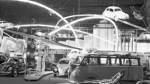 "Der Hingucker überhaupt: Im ""Tempel des Volkswagens"", so die Medien damals, zeigt VW die Käfer-Montagelinie en miniature."