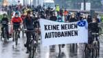 Radfahrer demonstrieren in Bremen für Verkehrswende