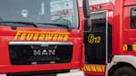Feuerwehr löscht Heuballen