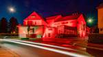 Kasch und Parkpalette rot illuminiert