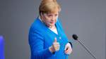 Launige und amüsierte Merkel steht im Bundestag Rede und Antwort