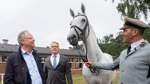 Weil informiert sich über Pferdezucht in Celle