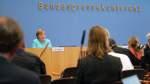 Merkel mahnt Bevölkerung weiter zur Vorsicht in der Corona-Pandemie