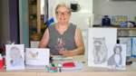 Rechts gelähmt: Ingrid Fink-Conrad malt eben mit der anderen Hand
