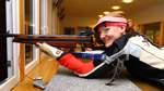 Schützin Maraike Alfs nimmt bei der Deutschen Meisterschaft Maß
