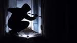 Anwohnerin stört Einbrecher